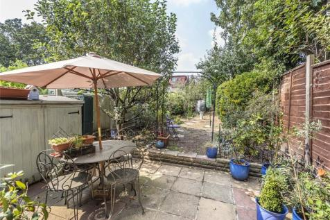 Auckland Road, Ilford, IG1. 3 bedroom terraced house