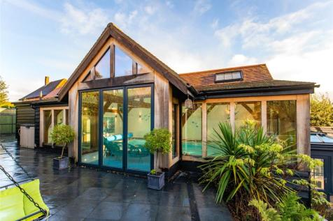 York Hill, Loughton, Essex, IG10. 4 bedroom detached house for sale