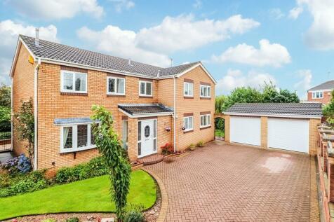 Glastonbury Avenue, Wakefield. 5 bedroom detached house for sale