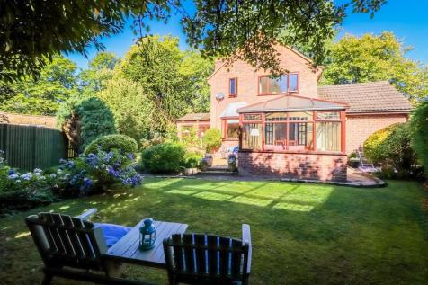 Broomhall Avenue, Wakefield. 4 bedroom detached house for sale