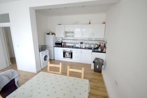 Town Square, Stevenage. 3 bedroom apartment