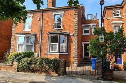 Stevenson Road, Ipswich, IP1. 5 bedroom town house