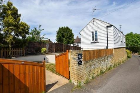 Cemetery Road, Halling, Rochester. 2 bedroom detached house