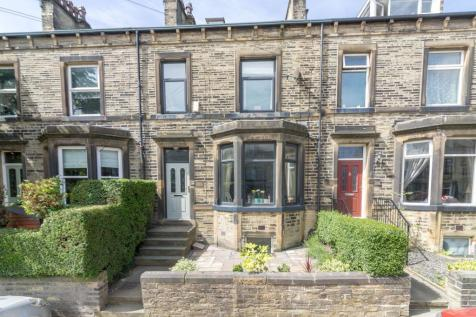 Heath Park Avenue, Halifax HX1 2PP. 3 bedroom terraced house