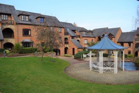 Dolphin Court, Kingsmead Road, LOUDWATER HP11 1XE. 2 bedroom flat