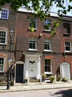 Prospect Row, Brompton ME7 5AL. 4 bedroom terraced house