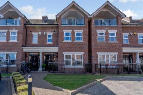 Green Lawns Close, Harpenden. 5 bedroom town house for sale