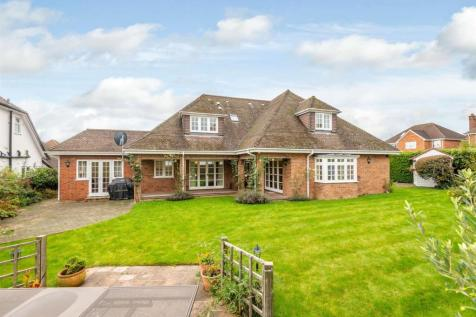Midway, St. Albans. 5 bedroom detached house for sale