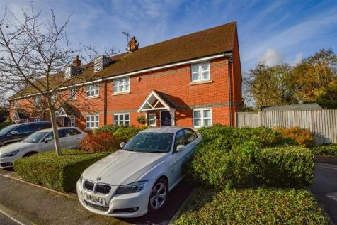 The Shires, Watford. 3 bedroom terraced house