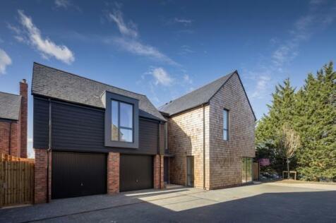 Channels Drive, Chelmsford, CM3 3FU. 5 bedroom semi-detached house