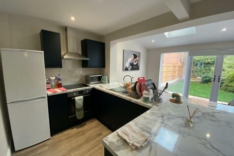 Hampton Road, Nottingham, Nottinghamshire, NG2. 4 bedroom semi-detached house