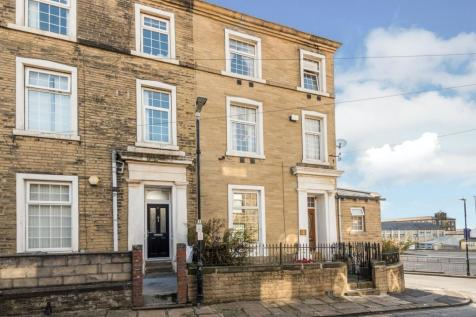 Akeds Road, Halifax, HX1. 6 bedroom end of terrace house for sale