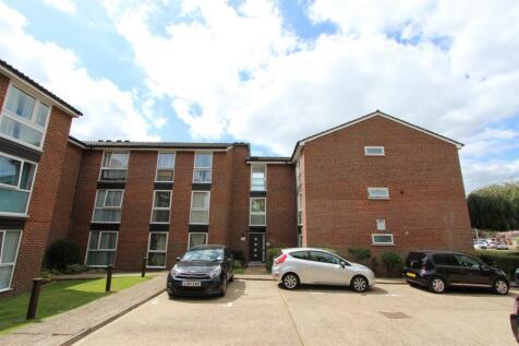 Aylsham Drive, Ickenham. 2 bedroom flat