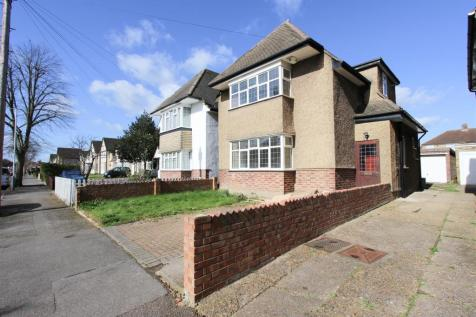 The Fairway, Ruislip. 3 bedroom detached house