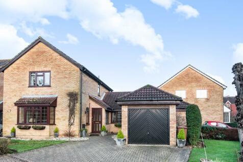 The Laurels, Banstead, Surrey, SM7. 3 bedroom link detached house for sale