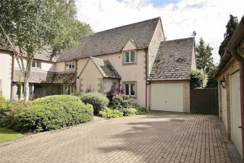 Windrush Court, Burford, Oxfordshire. 2 bedroom semi-detached house