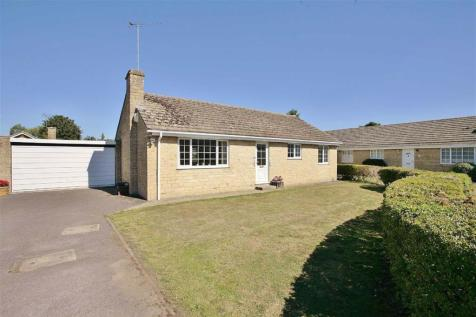 Pensclose, Witney, Oxfordshire. 3 bedroom detached bungalow