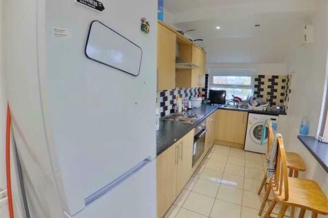 52 DENNISTEAD CRESCENT, 4 BED, LEEDS, HEADINGLEY, LEEDS, West Yorkshire. 4 bedroom semi-detached house