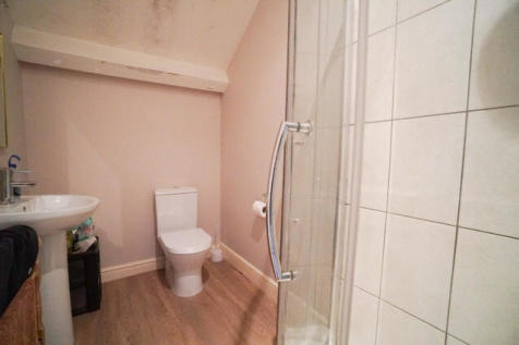 Mold Road, CH4. 1 bedroom house of multiple occupation
