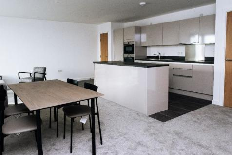 Sutton Plaza, Sutton, Surrey, SM1. 2 bedroom apartment