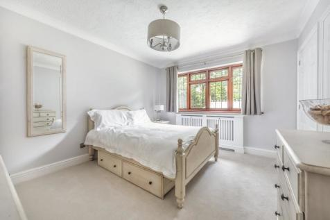 Camden Way Chislehurst BR7. 5 bedroom house