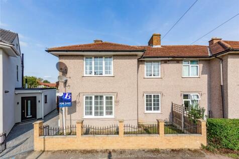 Mayesbrook Road, Dagenham, RM8. 4 bedroom semi-detached house