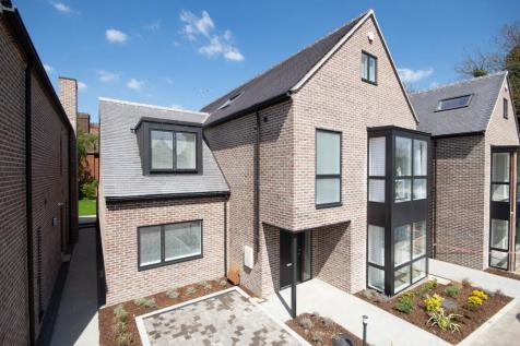 5 Alfred Close, Queen Edith's Way. 5 bedroom detached house for sale
