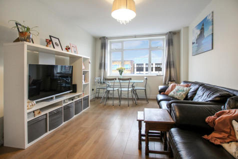 High Road, Loughton. 2 bedroom apartment