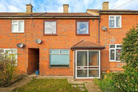 Chequers Road, Loughton, IG10 3PZ. 3 bedroom link detached house