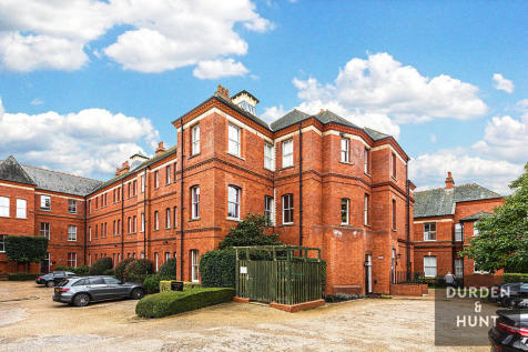 Brandesbury Square, Woodford Green. 2 bedroom apartment