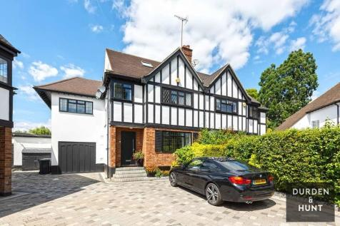 Newnham Close, Loughton, IG10. 5 bedroom semi-detached house for sale