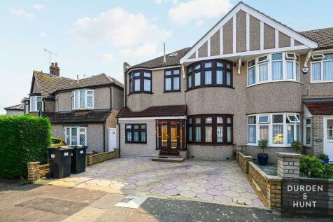 Ryecroft Avenue, Clayhall, Essex. 5 bedroom semi-detached house