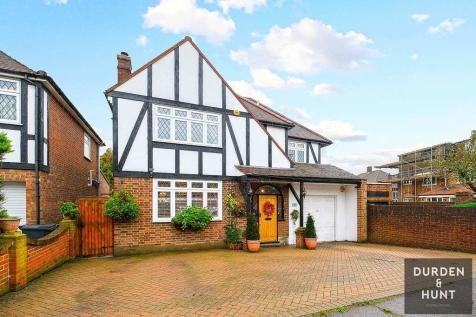 Lyndhurst Rise, Chigwell, IG7. 4 bedroom detached house for sale