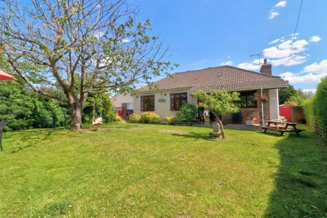 Chalk Hill Road, Horndean. 4 bedroom detached bungalow