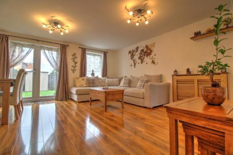 Ruby Tuesday Drive, Dartford. 5 bedroom town house