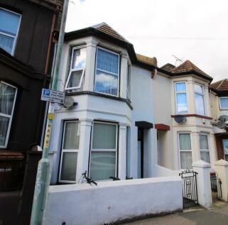 Richmond Road, Gillingham. 1 bedroom flat