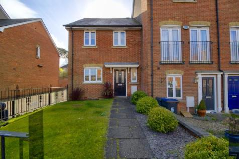 Godfrey Gardens, Chartham. 3 bedroom end of terrace house