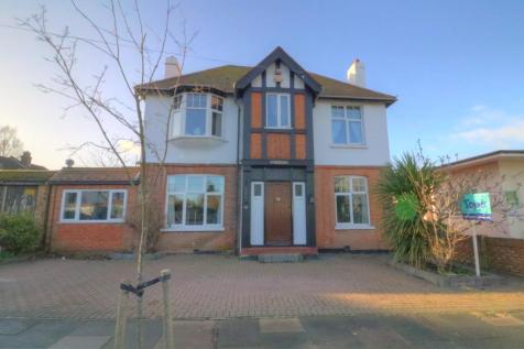 Hill Road, Southend-on-sea. 3 bedroom detached house