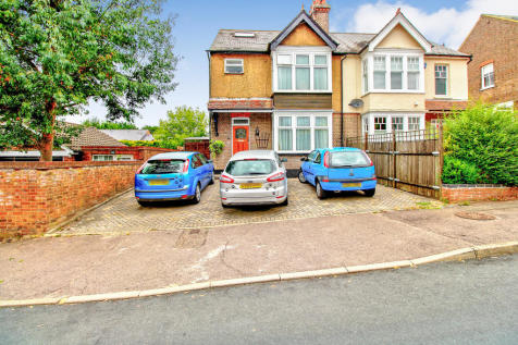 Bloomfield Road, Harpenden. 4 bedroom semi-detached house for sale