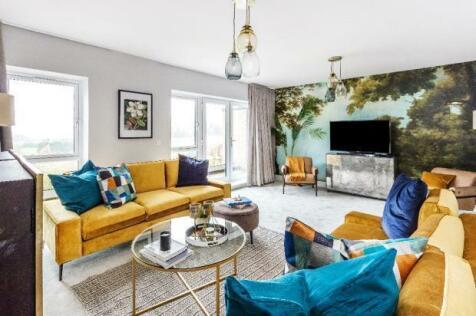 Harvey Road,  Redhill, Surrey, RH1 4EA. 4 bedroom semi-detached house for sale