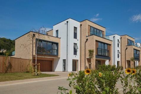 Harvey Road,  Redhill, Surrey, RH1 4EA. 5 bedroom detached house
