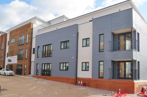 Cantelupe Road, East Grinstead. 2 bedroom apartment