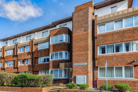 Catelupe Road, East Grinstead. 2 bedroom apartment