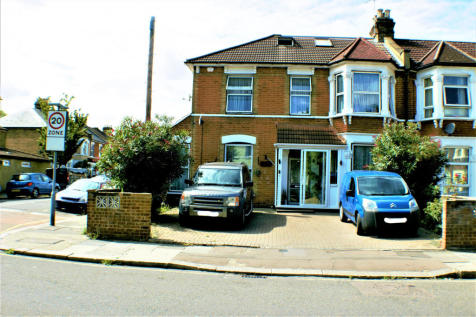 Woodlands Road, Ilford, Essex, IG1. 6 bedroom end of terrace house