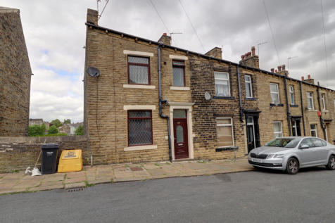 Eldroth Road, Savile Park, Halifax. 4 bedroom end of terrace house