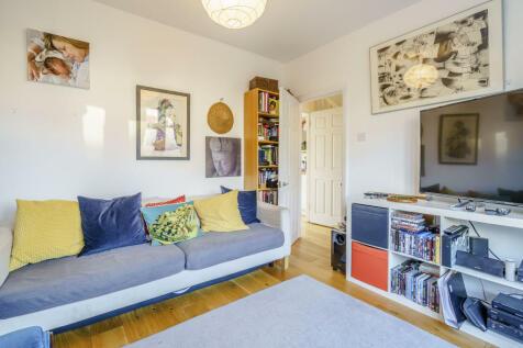 Ankerdine Crescent, London. 4 bedroom detached house