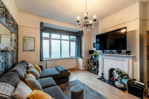Perry Hill, London. 3 bedroom end of terrace house for sale