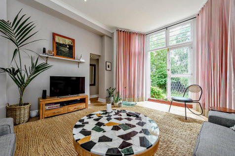 Compayne Gardens, London. 3 bedroom flat for sale