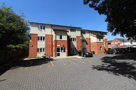 Taverners Hall, Lincoln Road, PE1. 2 bedroom flat