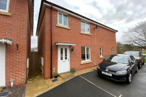Gormans Close, Rogerstone, Newport, NP10. 3 bedroom semi-detached house for sale